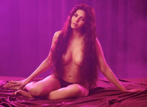 Sherlyn Chopra looks hot and sexy in her lingerie pics