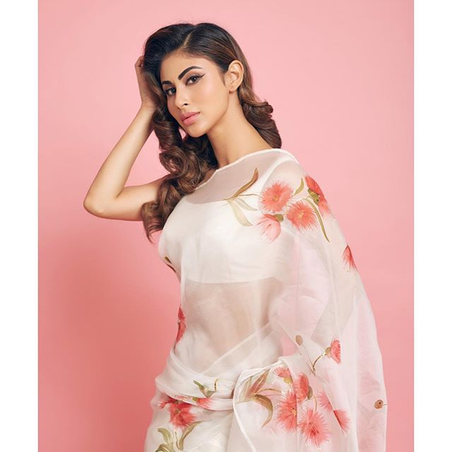 Mouni Roy looks gorgeous in saari